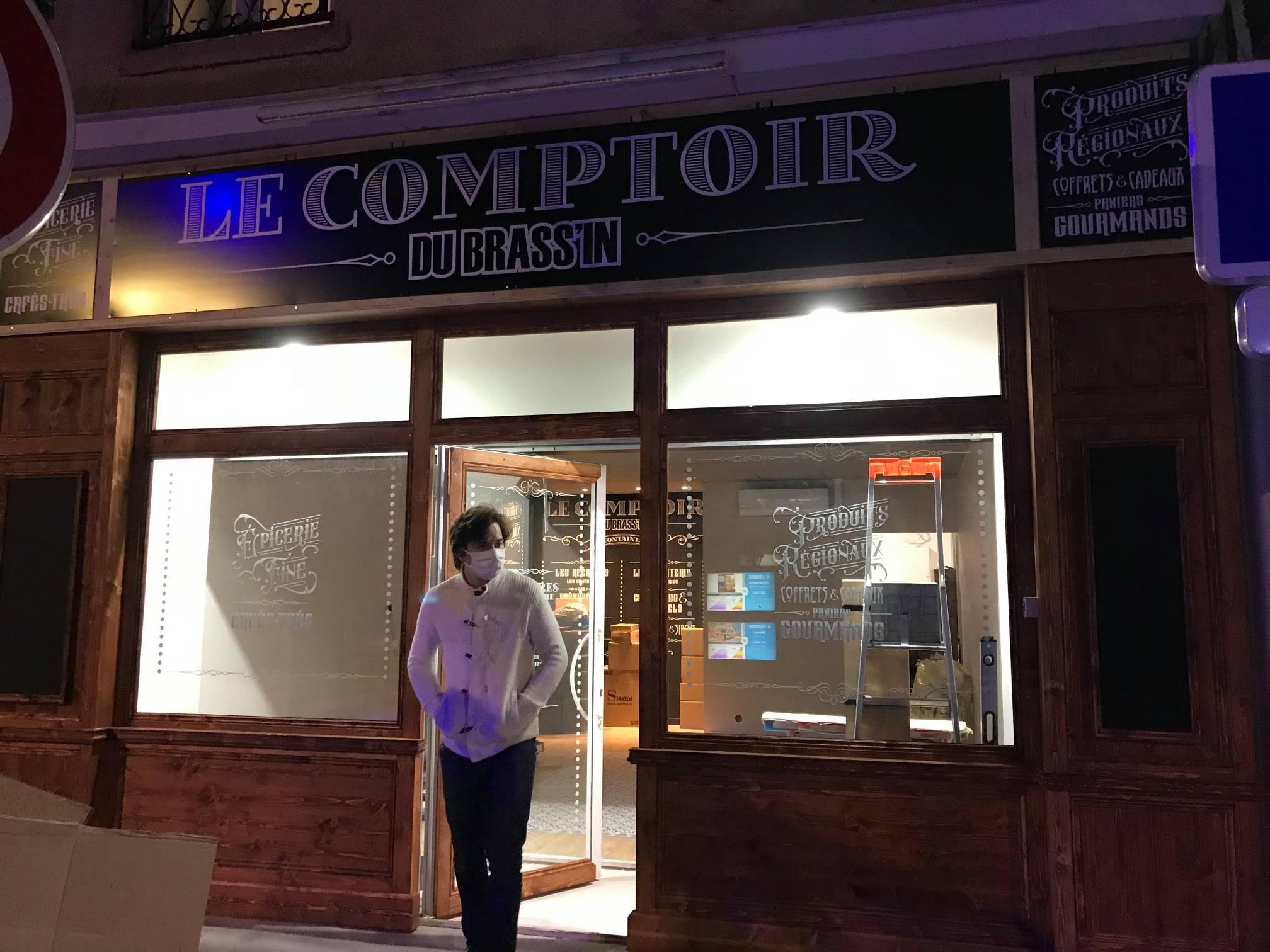 Le comptoir du Brassin Pose de la façade par Laps Agencement