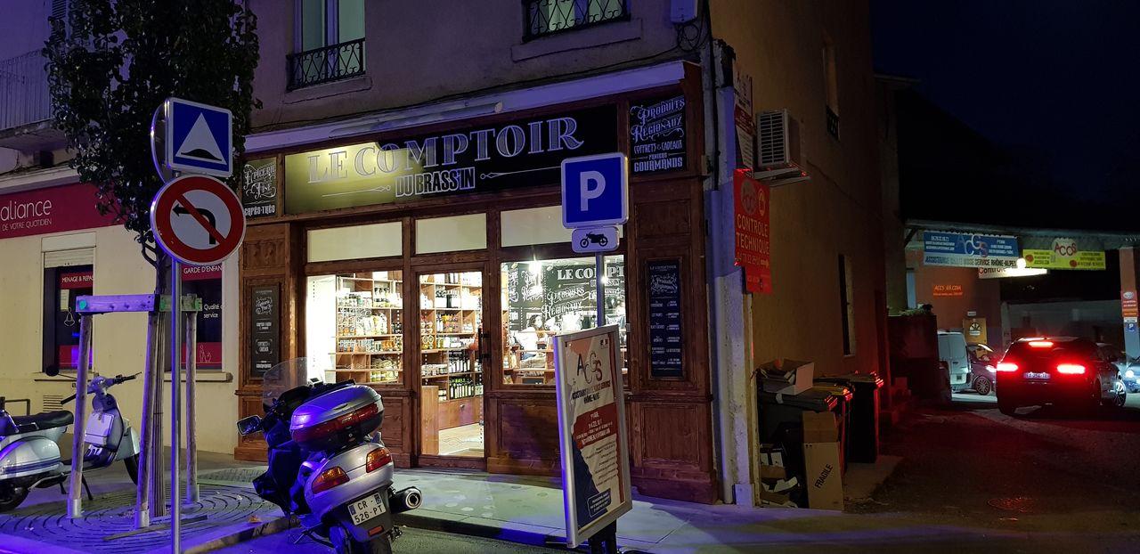 Le comptoir du Brassin-facade terminee de nuit-Laps Agencement